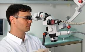 מקרוסקופ דנטלי הוא אחד המכשירים הייחודיים של מומחה לטיפולי שורש
